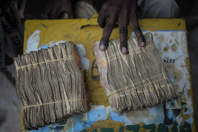 A money exchanger in Somalia. Photo: AU/UN IST / Stuart Price. CC0 1.0
