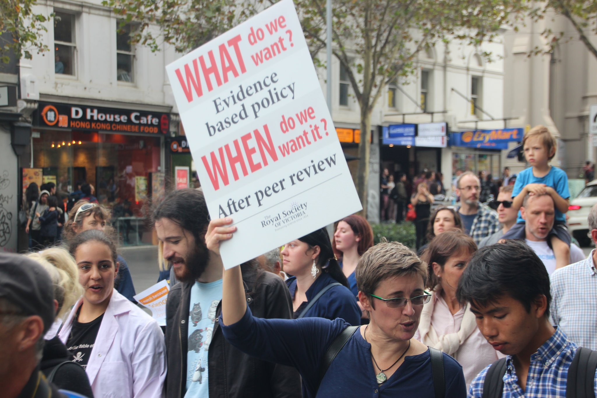 Thousands of Melburnians turned up and marched for science on April 22, #Earthday2017. Science matters to society. The march is based upon 4 major goals: science literacy, open communication, informed public policy, and stable investment in science a