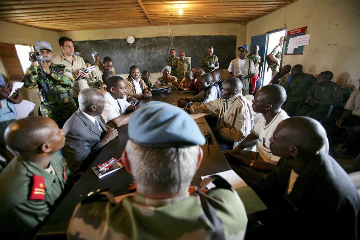 A delegation of the government of the Democratic Republic of Congo negotiate with Ituri militia groups