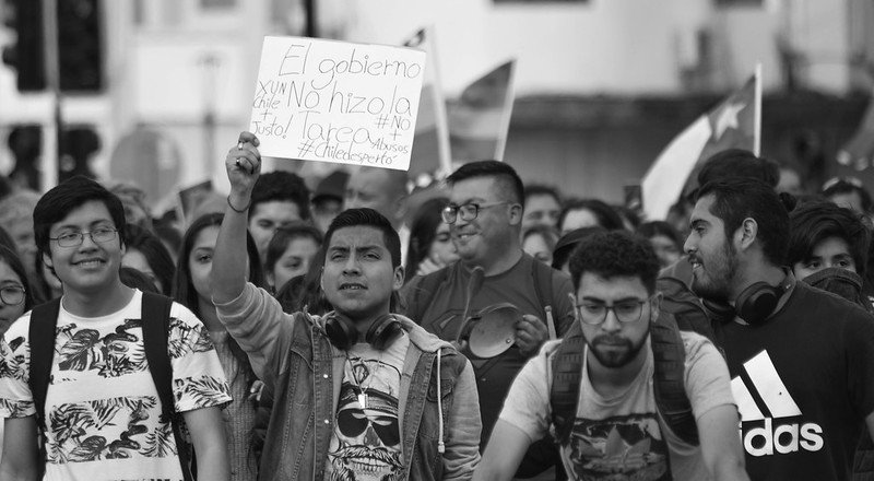 Protesters demonstrating during the recent civil unrest in Chile. Photo: cameramemories. CC BY-NC 2.0.