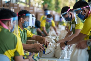 Food parcels are created to support Filipino families in response to Covid-19 by Bayan Bayanihan, a partnership between the the Asian Development Bank and the Government of the Philippines.
