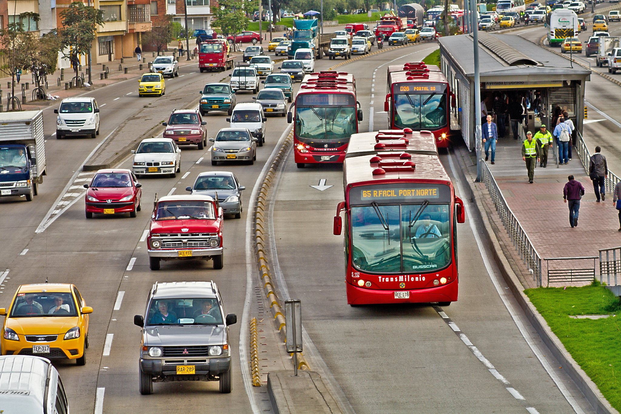 TransMilenio buses, part of Bogotá's bus rapid transit system, travel down lanes separated from regular motorised traffic. Photo: Claudio Olivares Medina