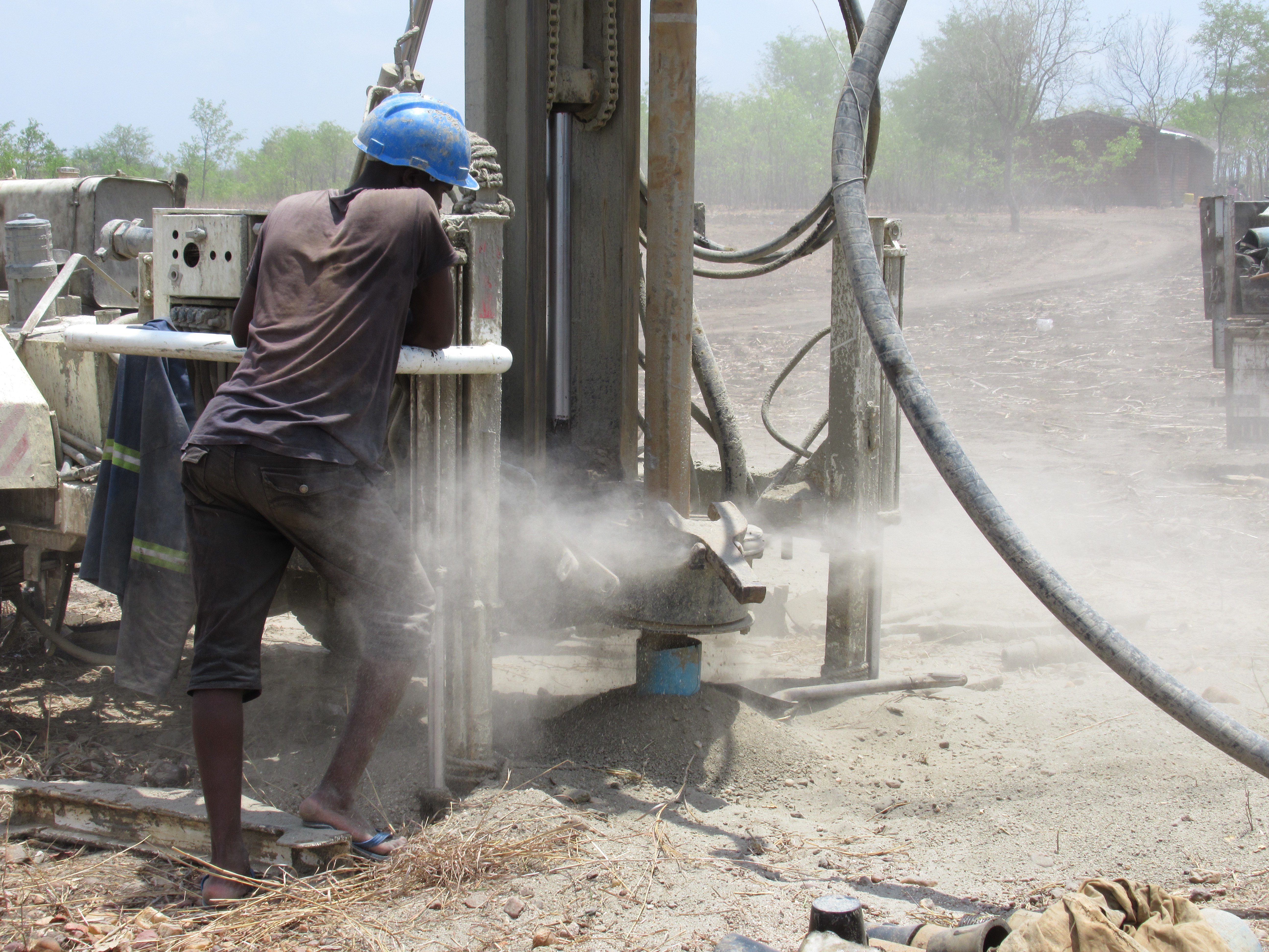Drillers are contracted by an NGO to install new water points in a drought prone area of Balaka District, Malawi. Photo: Naomi Oates/ODI, 2018.