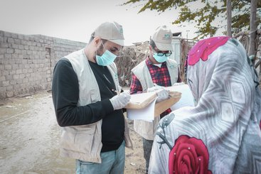 Nahda Makers staff conduct a needs assessment in Al Hudaydah Governorate, Yemen in June 2020