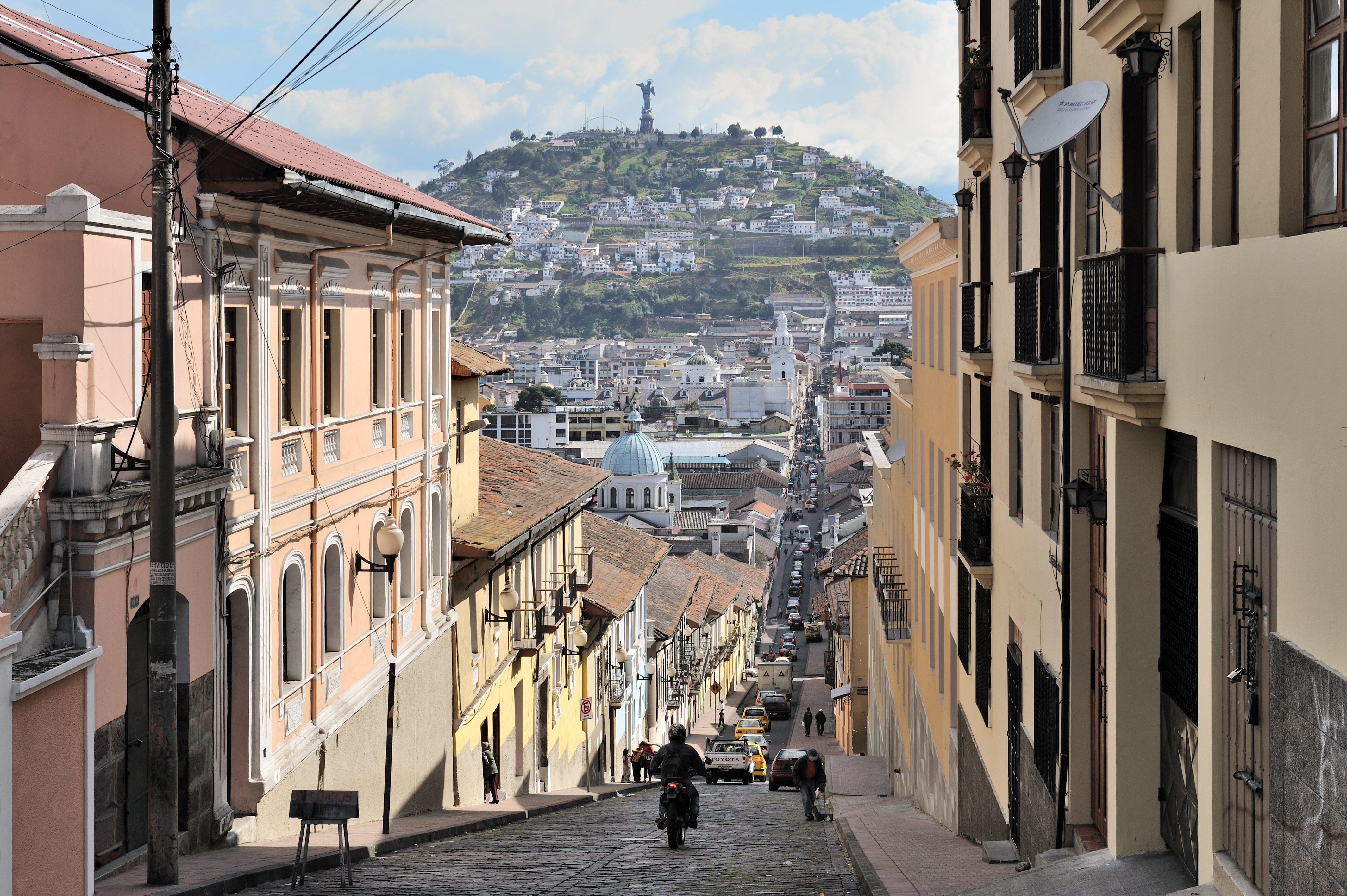 The El Panecillo hill seen from Quito's historic centre along the García Moreno street. Photo: Wikimedia Commons/Cayambe CC-BY-SA 3.0