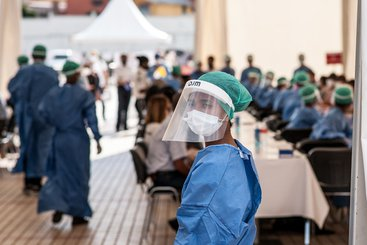 With Madagascar's heath system under strain from the Covid-19 pandemic, the World Bank Group is providing support for Covid-19 testing and other frontline services. March 2020