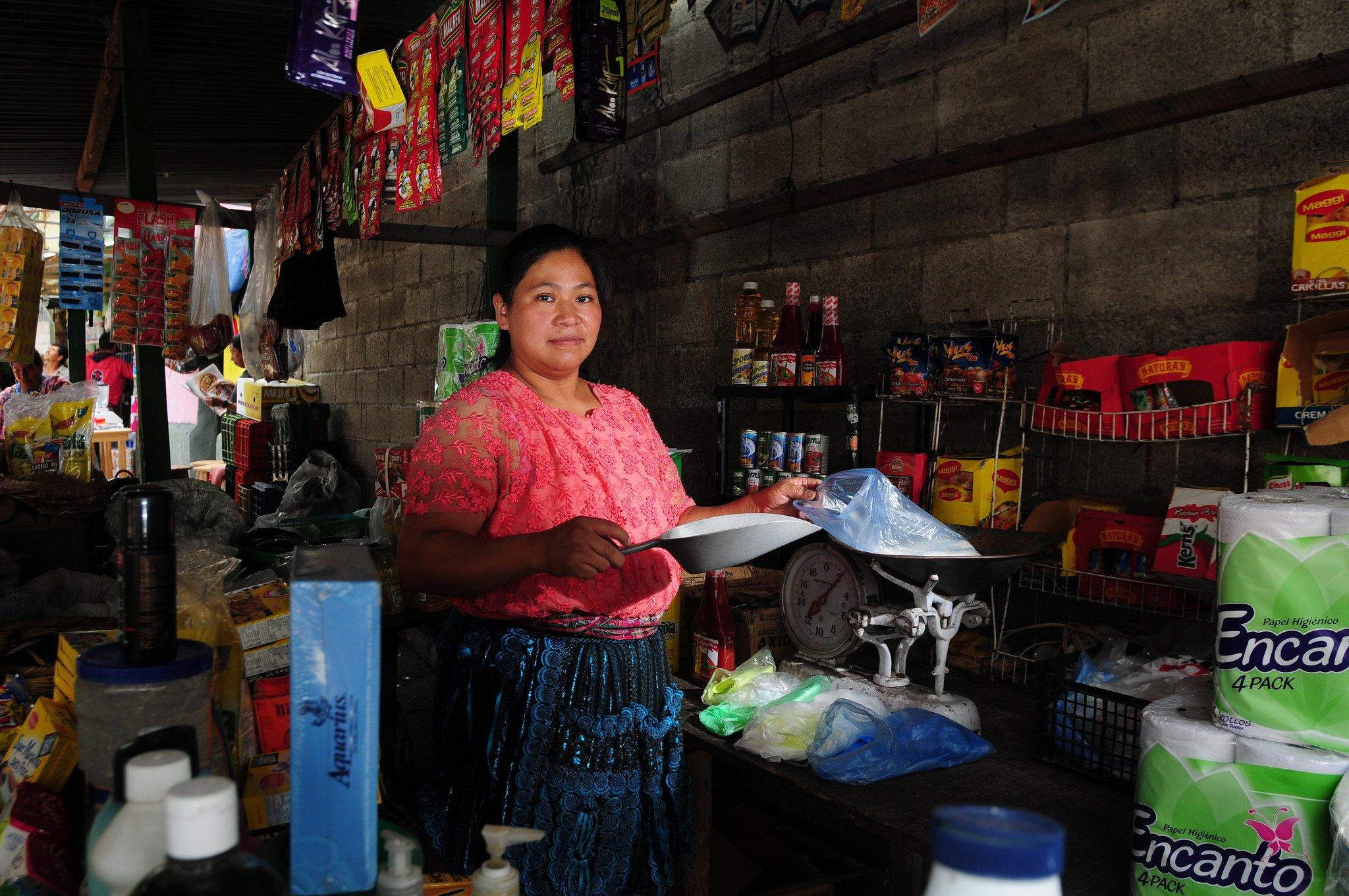 A woman works at the market, Guatemala city, Guatemala. Photo: Maria Fleischmann / World Bank CC BY-NC-ND 2.0